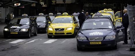 Ruotsin takseissa on keltaiset rekisterikilvet.