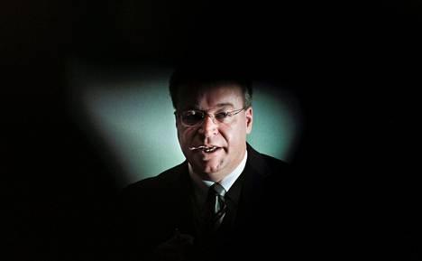 Stephen Elop aloitti Nokian toimitusjohtajana vaiheessa, jossa kenellä tahansa olisi ollut huonot mahdollisuudet pelastaa yhtiön matkapuhelinliiketoiminta, kirjoittajat päättelevät.