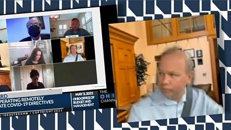 Senaattori Andrew Brenner osallistui videopalaveriin ajaessaan autoa viime viikolla.
