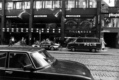 Virosta loikanneet Alex Lepajõe ja Raivo Roosna ryöstivät Helsingissä Tillanderin jalokiviliikkeen huhtikuussa 1985.
