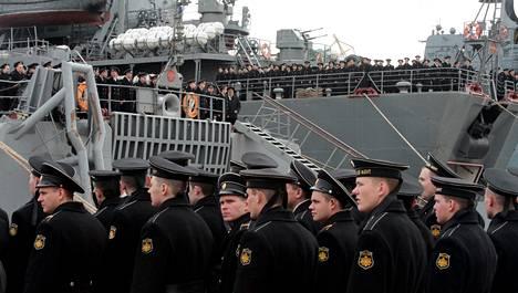 Venäläisiä merisotilaita palasi Mustallamerellä järjestetyistä sotaharjoituksista Sevastopolin tukikohtaan maaliskuun lopussa.
