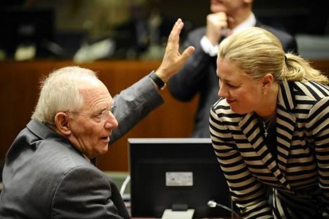 Valtiovarainministeri Jutta Urpilainen keskusteli Saksan valtiovarainministerin Wolfgang Schäublen kanssa Brysselissä 10. joulukuuta, kun pankkiunionin säännöistä edellisen kerran neuvoteltiin.