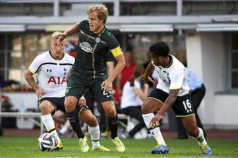 Teemu Pukki toimi Celticin kapteenina Tottenhamia vastaan elokuun aussa Olympiastadionilla pelatussa harjoitusottelussa.