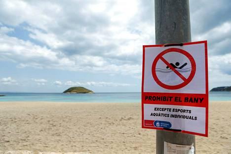 Osissa Espanjaa on vielä useita rajoituksia, vaikka poikkeusolot ovatkin päättyneet.
