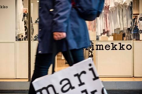 Muoti- ja urheilukauppa ry:n mukaan muotialan myynti Suomessa oli alkuvuonna 23 prosenttia vähäisempää kuin viime vuonna vastaavaan aikaan. Marimekon myynti laski 14 prosenttia.