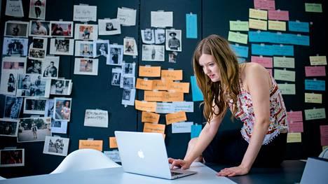Berliinissä työskentelevä Miia Toivola vastaa katumuotiin keskittyneen saksalaisen verkkokaupan DefShopin Suomen-markkinasta.