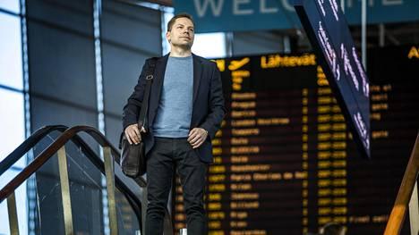 Suomen Fujitsun toimitusjohtaja Simo Leisti palasi työmatkalta Tokiosta 21. huhtikuuta. Yritys onnistui viime vuonna ensi kertaa vähentämään hiilidioksidipäästöjään.