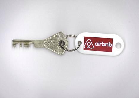 Osakkeenomistajalla on lähes rajaton oikeus majoittaa Airbnb-vieraita, mutta vuokralaisen oikeutta asunnon hallintaan on rajattu lailla.
