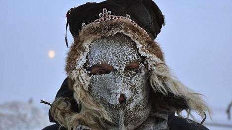 Toimittaja Jussi Konttinen talvivaatteissa Siperiassa.