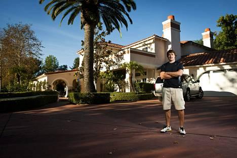 Teemu Selänne Kalifornian kotinsa pihalla vuonna 2010.