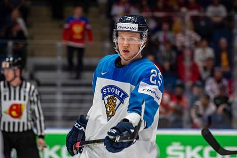 Toni Rajala oli keväällä voittamassa MM-kultaa Leijonien riveissä.