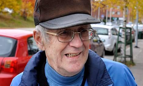 <nimi>Pekka Kujala,</nimi> 70, eläkeläinen, <BR/>Pirttikoski<BR/>&#34;Onkohan siellä huijattu, kun yritys sai niin kauhean suuret avustuksetkin. Senhän piti olla Kemijärven pelastus.&#34;