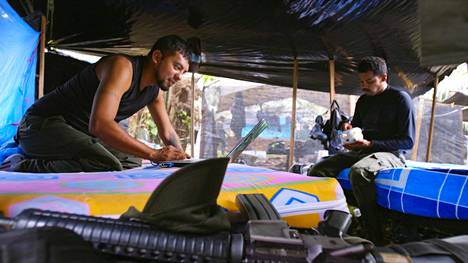 Colombia in My Arms -dokumenttia kuvattiin muun muassa sissien leireissä Kolumbian viidakossa.