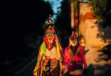 Lapset osallistuivat Los Historiantes -tanssijuhlaan San Salvadorissa  El Salvadorissa. Espanjalaiset toivat esityksen maahan 500 vuotta sitten.