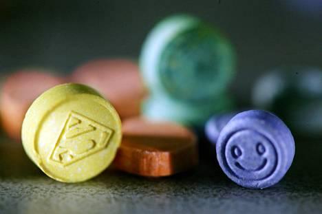 Tällä viikolla käynnistyneessä kansainvälisessä Global Drug Survey (GDS) -kyselyssä selvitetään huumeiden käyttöä myös Suomessa. Kuvassa ekstaasipillereitä.