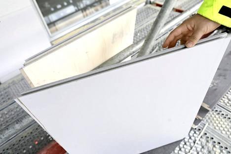 Julkisivuissa käytetään muun muassa ristiinliimattua kuusiliimalevyä.