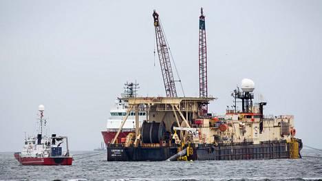 Putkenlaskualus Castoro Dieci laskee Nord Stream 2:n putkea Saksan rannikolla. Toinen, suurempi alus, työskentelee parhaillaan Suomenlahdella.