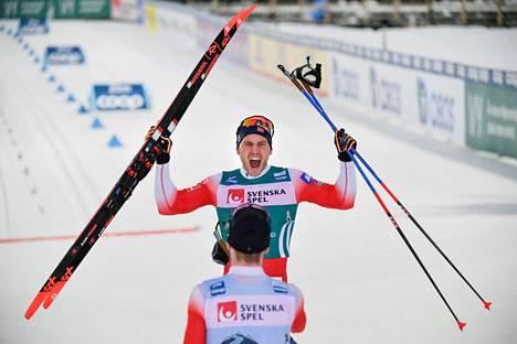 Pål Gålberg juhli voittoa Ski Tourin 15 kilometrillä Östersundissa.