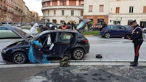 Epäillyn autoa tutkittiin lauantaina.