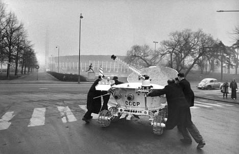 Lunahod oli Neuvostoliiton avaruustutkimuksen saavutus. Sen malli tuotiin Neuvostoliiton tieteen ja tekniikan näyttelyyn, joka oli Helsingissä 1973.