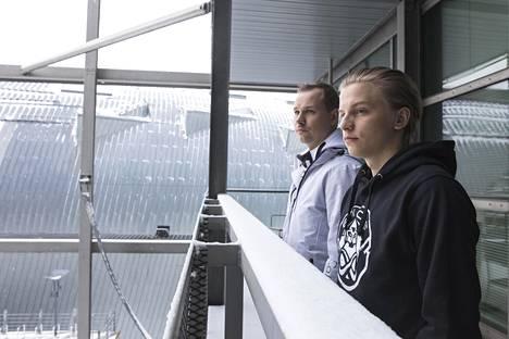 """Slaava """"Twista"""" Räsänen (vas.) on joukkueen valmentaja, ja Aleksi """"Aleksib"""" Virolainen on kapteeni."""