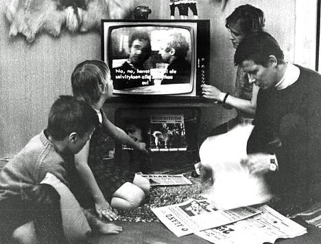 Stefaniuksen perhe muutti Ahvenanmaalle kolmisen vuotta sitten. Kielitaito ei riitä ruotsikielisen tv-ohjelman seuraamiseen, eikä suomalaista juuri koskaan näe.