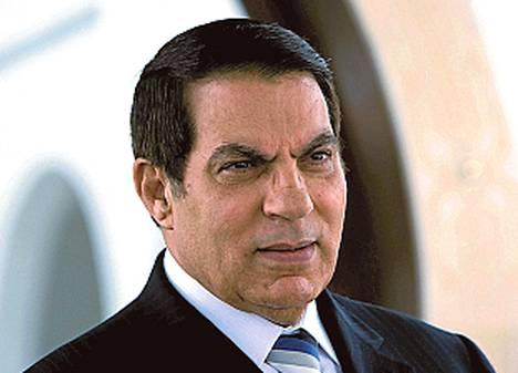 Zine El Abidine Ben Ali (Tunisian presidentti 1987–2011) elelee maanpaossa Saudi-Arabiassa, mutta hänet on tuomittu poissaolevana 35 vuoden tuomioon varkaudesta ja käteisen sekä jalokivien laittomasta hallussapidosta.