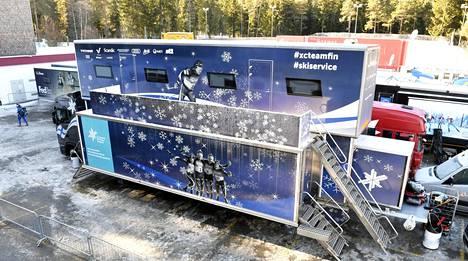 Karhu-Basket saa vip-asiakkailleen tilat Hiihtoliiton huoltorekasta. Viime joulukuussa rekka oli Tour de Ski -kiertueella.