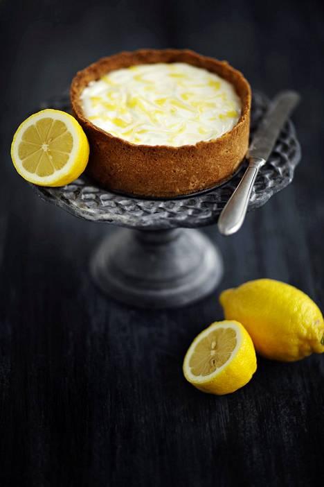 Sitruuna ja rahka sopivat ihanasti yhteen. Kuvan kakku on leivottu puolikkaasta annoksesta pieneen vuokaan.