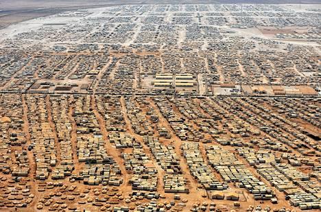 Ilmakuva Zaatarin pakolaisleiristä lähellä Mafragin kaupunkia Jordaniassa. Leirillä asuu noin 160000 Syyrian pakolaista. Leirin koko vastaa Jordanian viidenneksi suurimman kaupungin väkilukua.