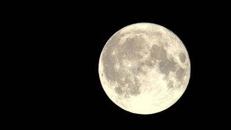 Tähtisarja-ohjelman uusimmassa jaksossa katsellaan kuuta.