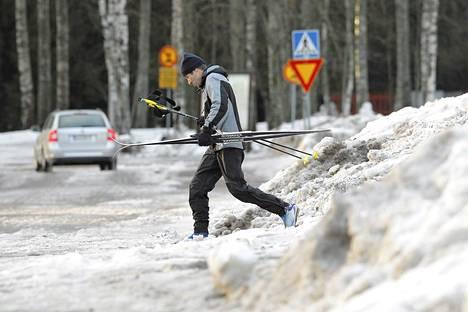Helsingin Paloheinässä pääsee edelleen hiihtämään.