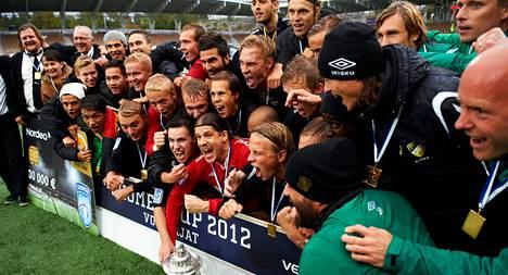 FC Honka juhli Suomen cupin voittoa vuonna 2012.