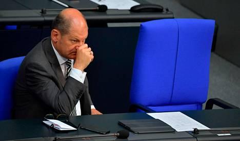 Saksan valtiovarainministeri Olaf Scholz on ilmoittanut, että hänen arvionsa mukaan Bundesbank voi osallistua valtionlainojen osto-ohjelmaan. Scholz kuvattuna Berliinissä maanantaina.