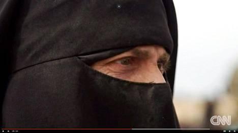 Kantasuomalainen Sanna antoi CNN-kanavalle haastattelun paettuaan Baghouzin kaupungista. Nyt hän on al-Holin leirillä neljän lapsensa kanssa.
