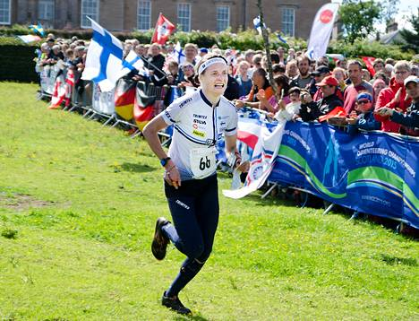 Merja Rantanen on suunnistanut hopeaa MM-kisojen keskimatkalla Skotlannissa.