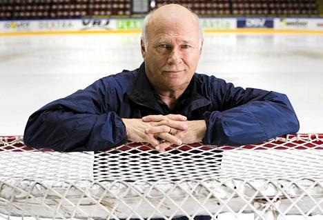 Stig Wetzell palasi tapahtumapaikalle, Helsingin jäähallin jäälle.