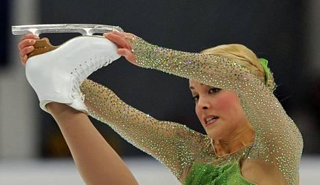 Kiira Korpi jäällä Moskovan lyhytohjelmassaan.