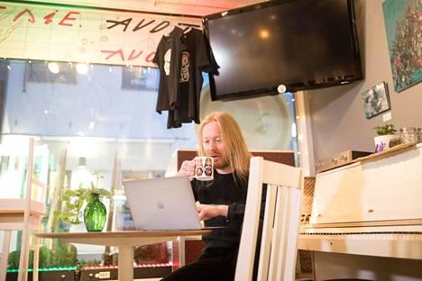 Antti Hyyrynen tekee usein töitä Lappeenrannassa ravintola Avot Siessä, jonka osakas hän myös on.