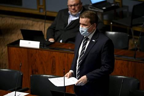 Perussuomalaisten eduskuntaryhmän puheenjohtaja Ville Tavio eduskunnan elpymispakettikeskustelussa.
