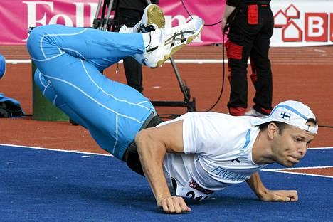 Tero Pitkämäki voitti miesten keihään Ruotsi-maaottelussa. Hän jätti kilpailun kesken loukkaantumisen takia.