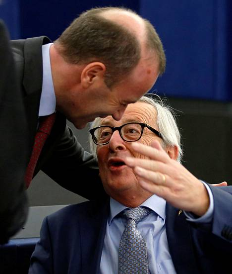 Manfred Weberin (vas.) arvioidaan seuraavan Jean-Claude Junckeria (oik.) EU-komission johdossa Suomen puheenjohtajuuskaudella.