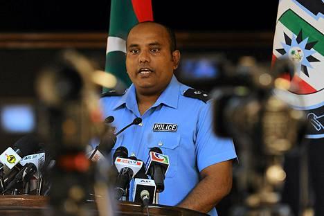 Malediivien poliisin edustaja Abdulla Nawaaz puhui lauantaina lehdistötilaisuudessa maan pääkaupungissa Maléssa.