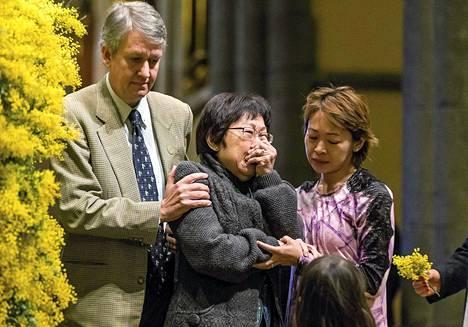 Omaiset surivat malesialaiskoneen turmassa kuolleita Melbournessa torstaina.