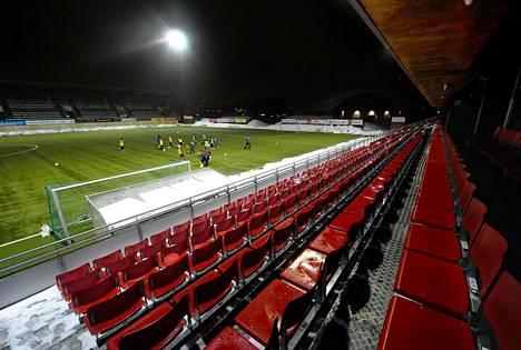 Myyrmäen urheilupuiston jalkapallostadion.