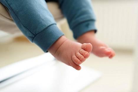 Suomalaisnaisten keskimääräinen lapsiluku pienenee.