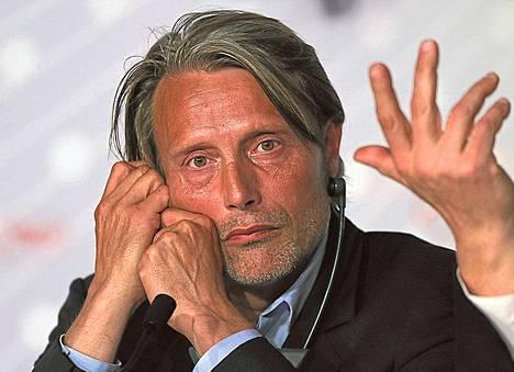 Mads Mikkelsen on yksi tutkintapyynnön tehneistä näyttelijöistä.