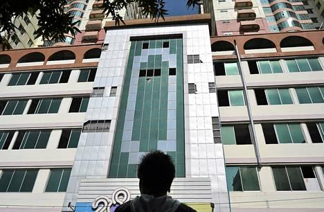 Maanjäristys on rikkonut Mandalayn korkeimman talon ikkunoita.