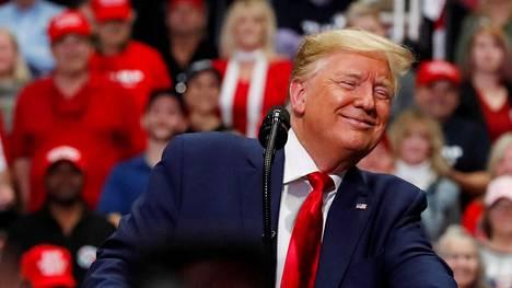 Istuva presidentti ja republikaanien kuluvan vuoden presidenttiehdokas Donald Trump puhui kampanjatilaisuudessa Pohjois-Carolinan Charlottessa maanantaina 2. maaliskuuta.