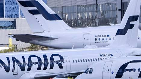 Suurin osa Suomeen saapuvista lennoista on tällä hetkellä Finnairin liikennöimiä. Kuvassa Finnairin matkustajakoneita Helsinki-Vantaan lentokentällä toukokuun alussa.